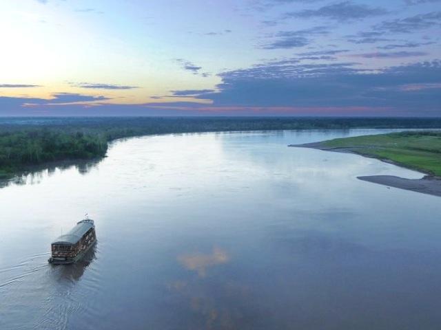 Delfin II Sailing the Amazon River