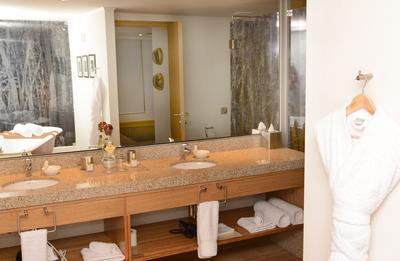 Delfin III: Bathroom