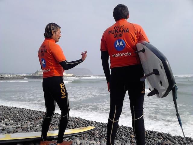 Surfing in Lima - Makaha Beach