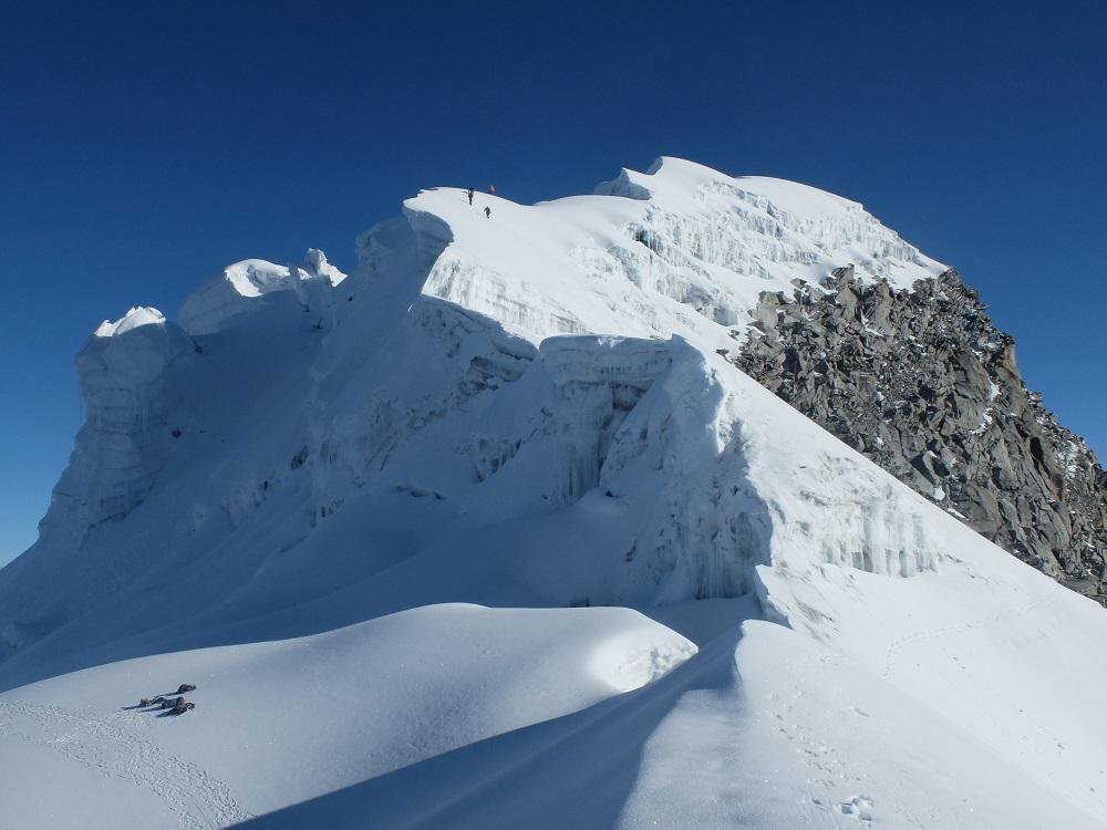 Vallunaraju, Huascaran National Park - Saddle below Summits