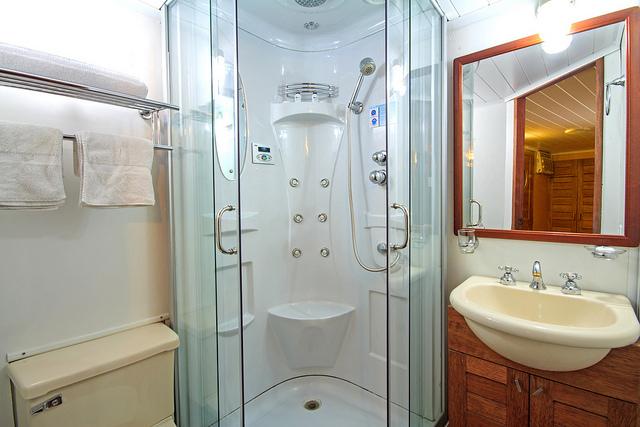 Manatee: Private Bathrooms