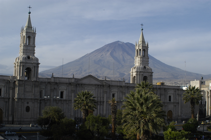 Arequipa & Colca 4D - Cathedral & El Misti volcano.jpg