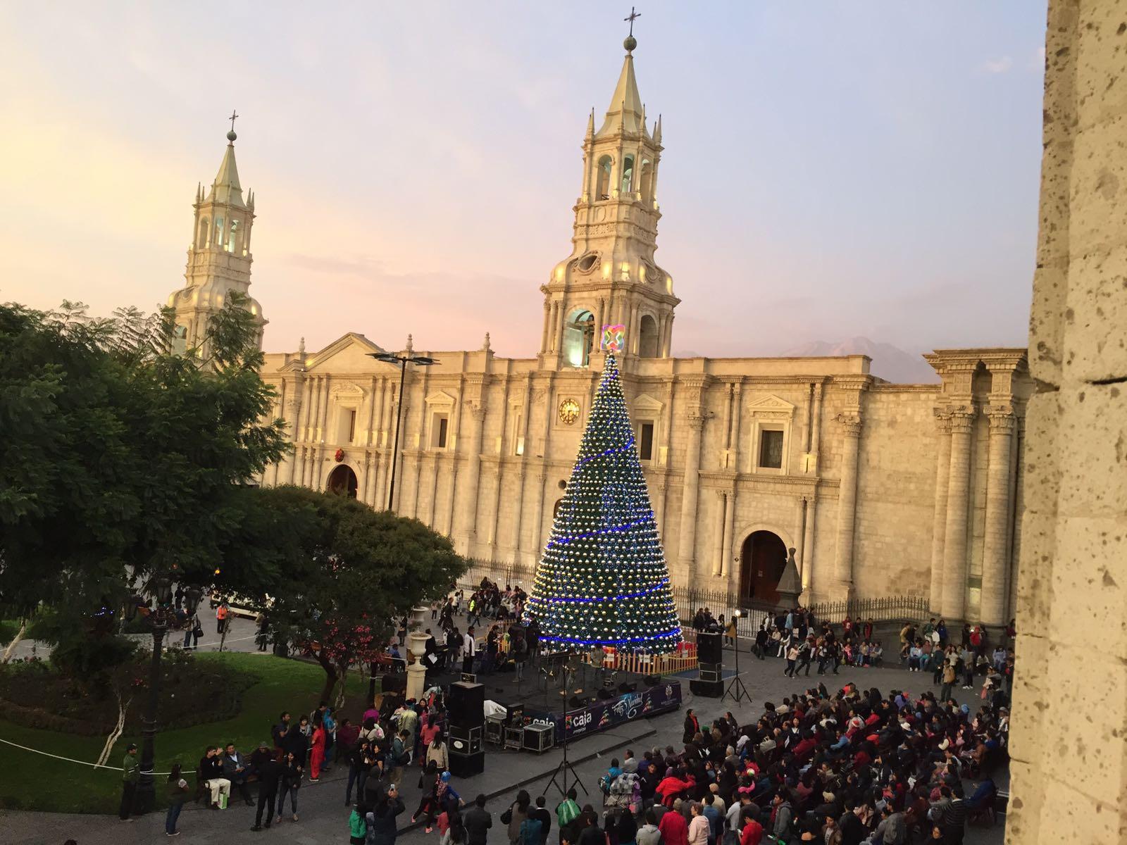 Dallas, Elana x 2 - Arequipa & Colca - Festive Plaza de Armas.jpg