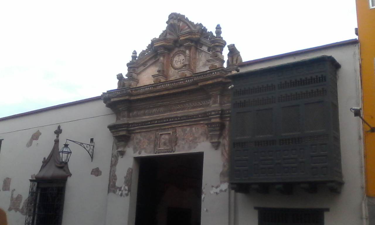 Casa Ganoza Chopitea's doorway and windows.