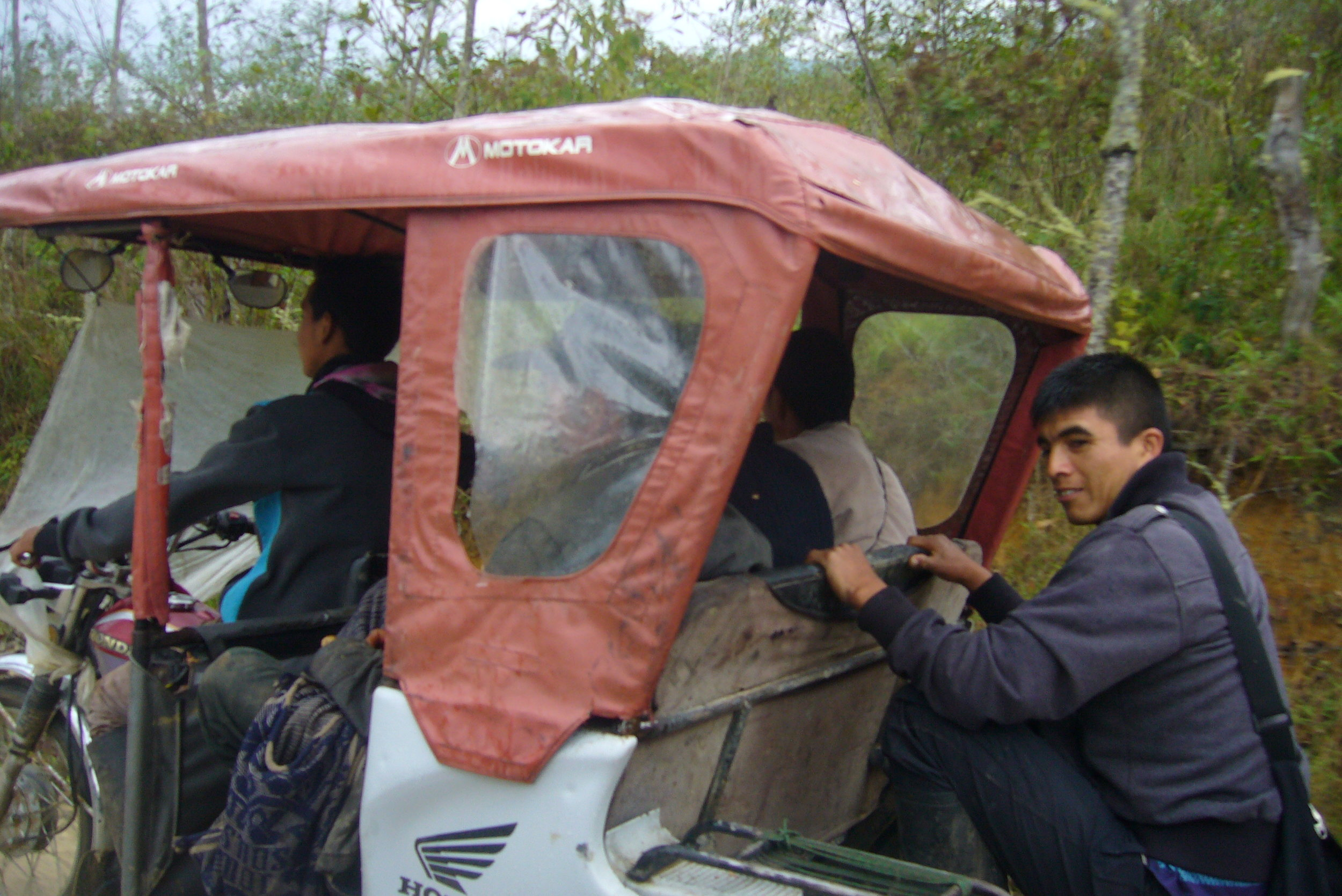 Making the most of a  mototaxi' s capacity.