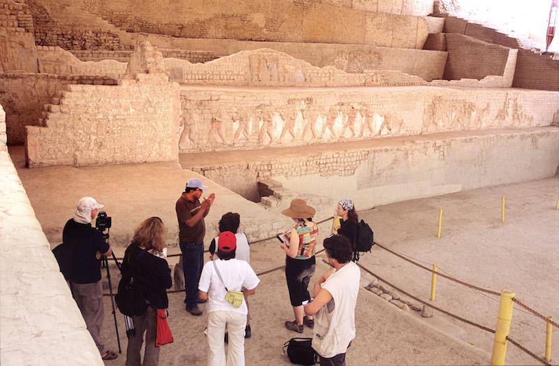 Explaining meaning of friezes at  Huaca de la Luna .