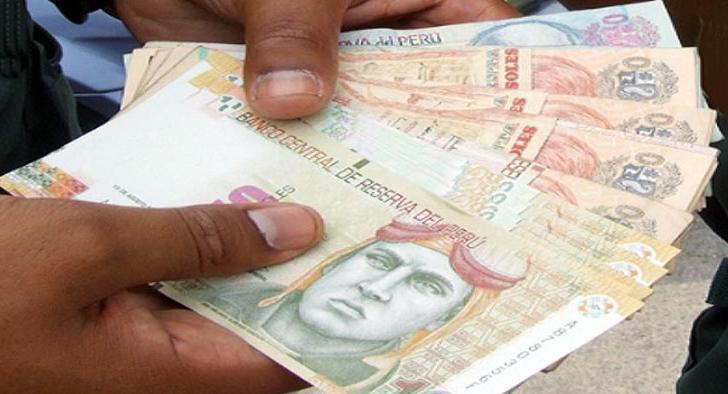 A selection of Peruvian banknotes.
