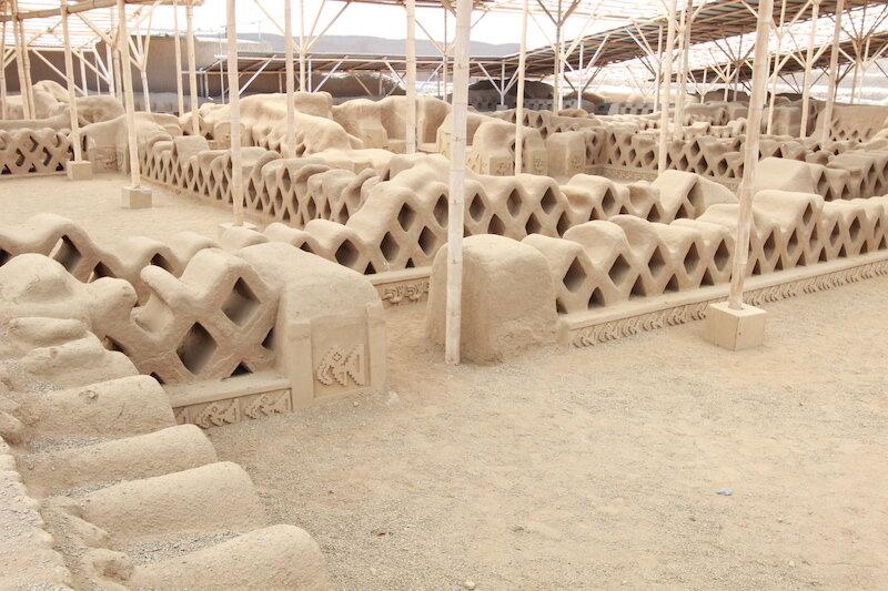 Intricate adobe brickwork at  Chan Chan .