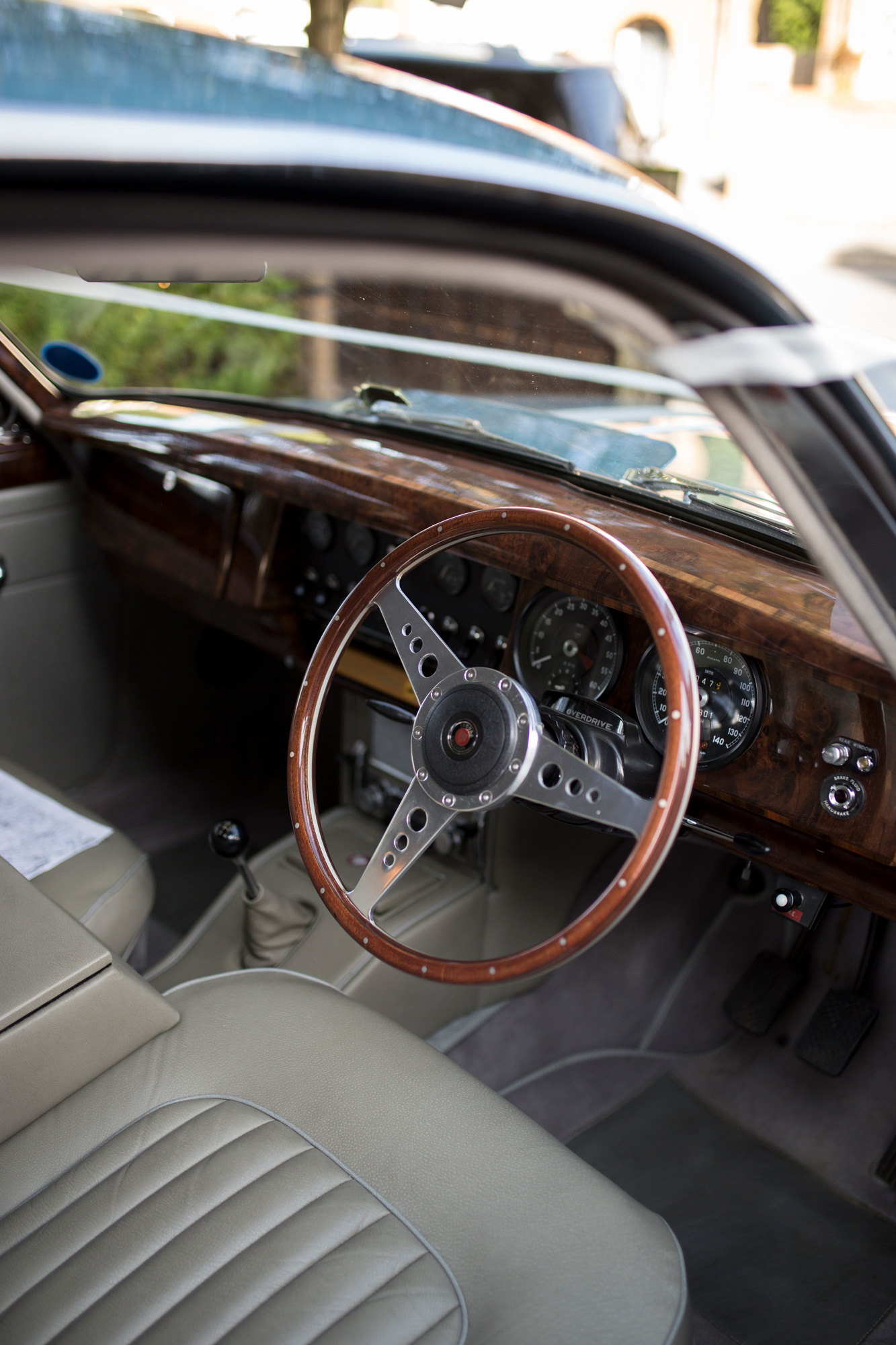 vintage car, wedding car, jaguar, blue, bedfordshire wedding,