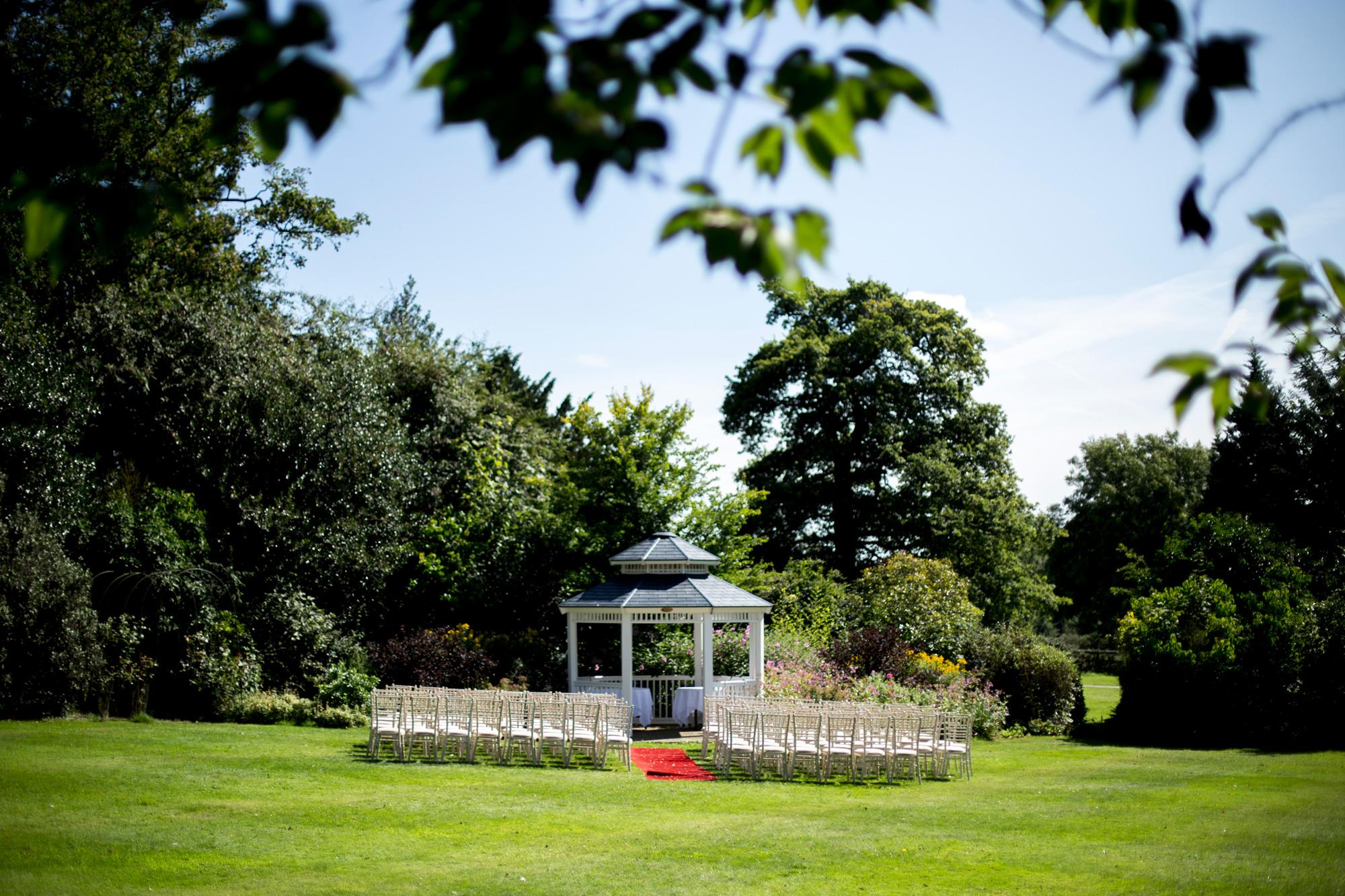 Horwood house, outside wedding, summer wedding, buckinghamshire wedding, ceremony, outside ceremony,