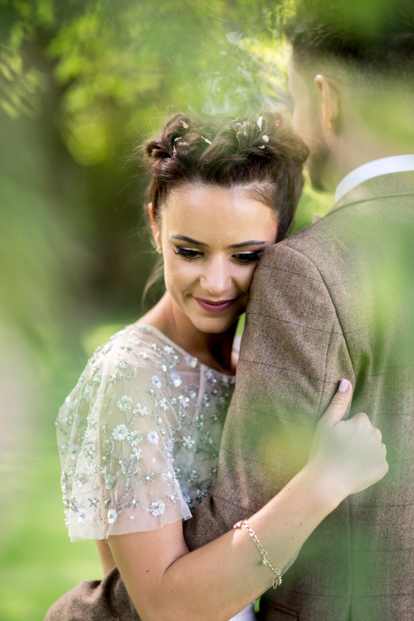 couple, needle and thread, green, outside, summer wedding,