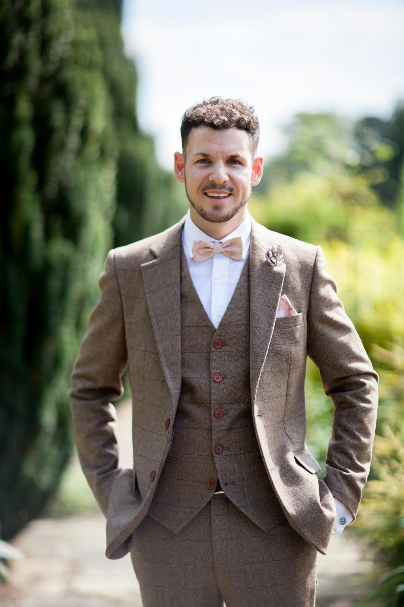 Groom, wedding, summer wedding, Buckinghamshire Wedding, Bedfordshire Wedding,