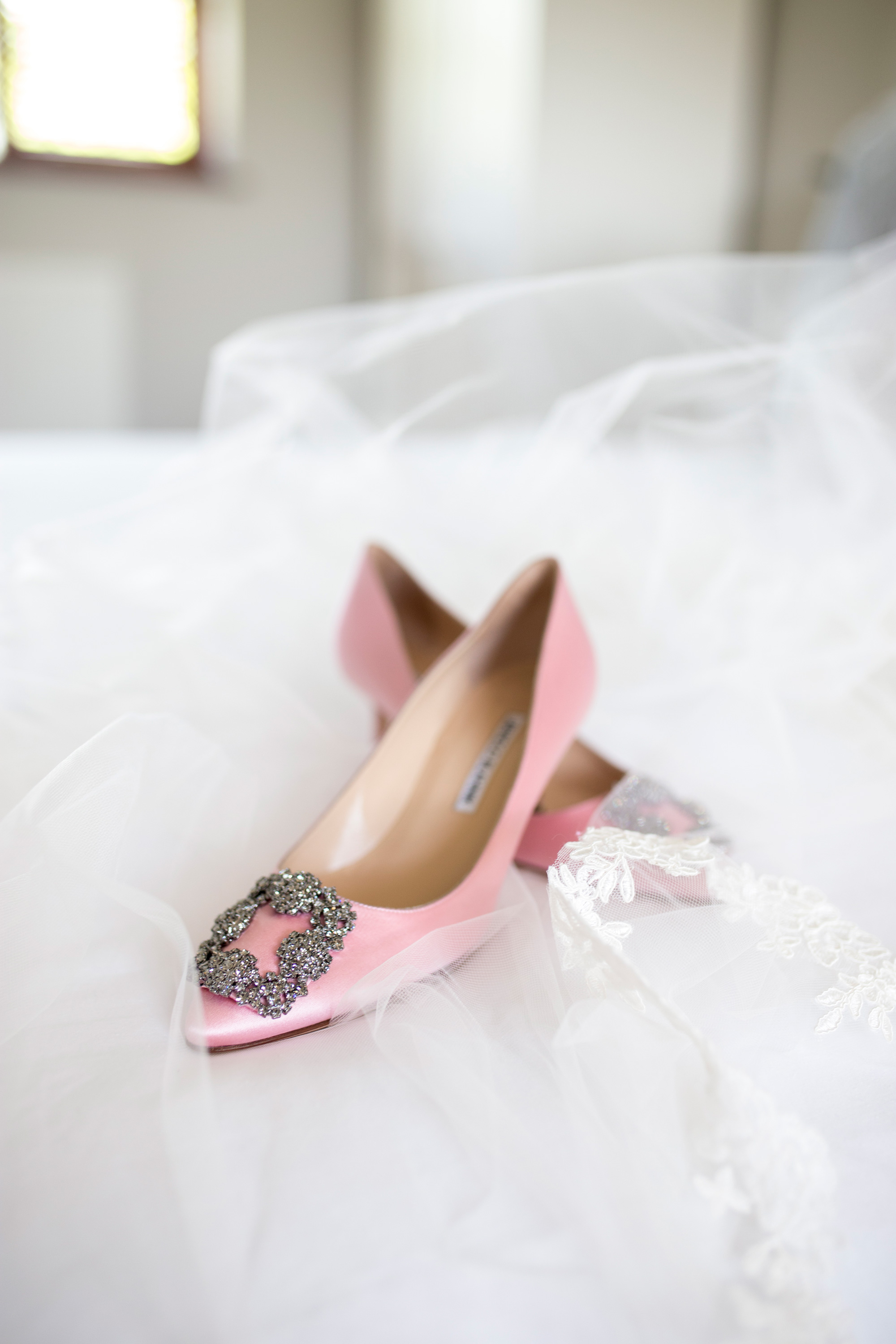 Monolo Blanik, wedding shoe, luxury wedding shoe,