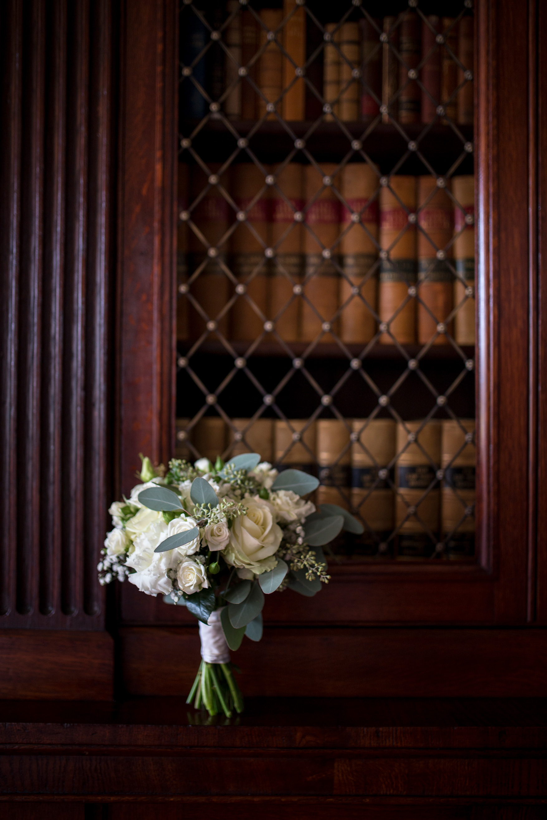 Wedding Flowers, Country House Wedding, Hinwick House, Vintage Bookcase,