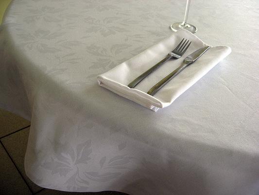 table_cloth_featherleaf_1.jpg