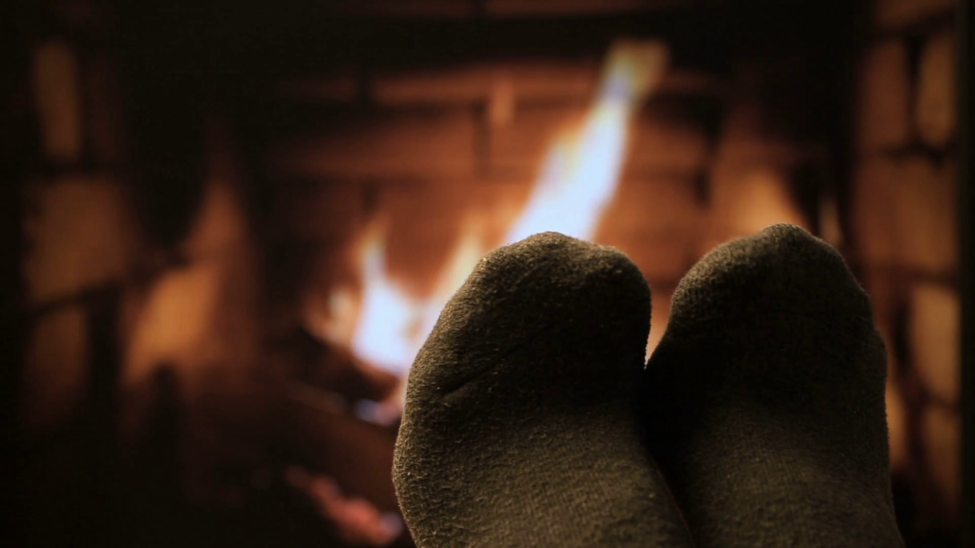 feet-in-woollen-socks-by-the-fireplace_h8nv-g48l_thumbnail-full01.png