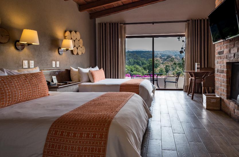 hotel avandaro valle de bravo habitacion superior.png