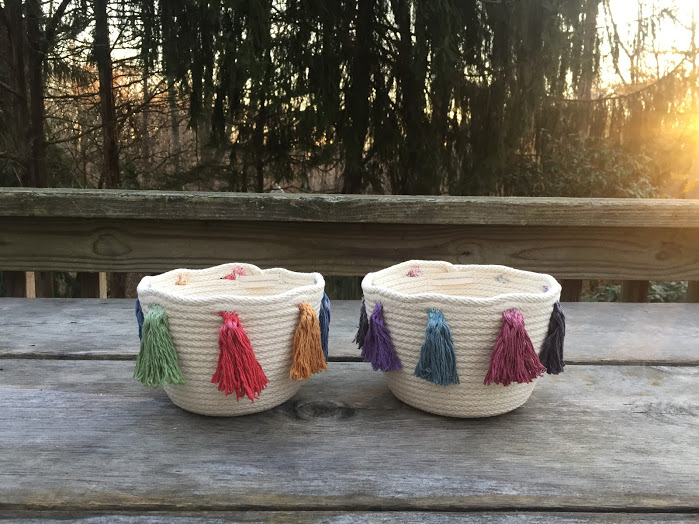 | | festivity bowls with tassels | |
