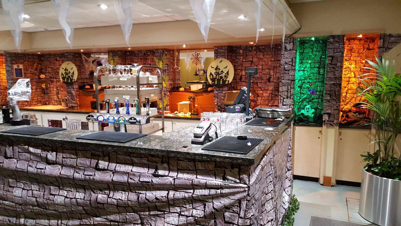 centerparcs halloween bar.jpg