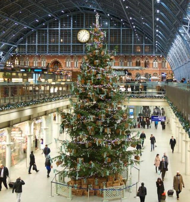 40ft Christmas Tree at St Pancras International Station flame proofed 3.jpg