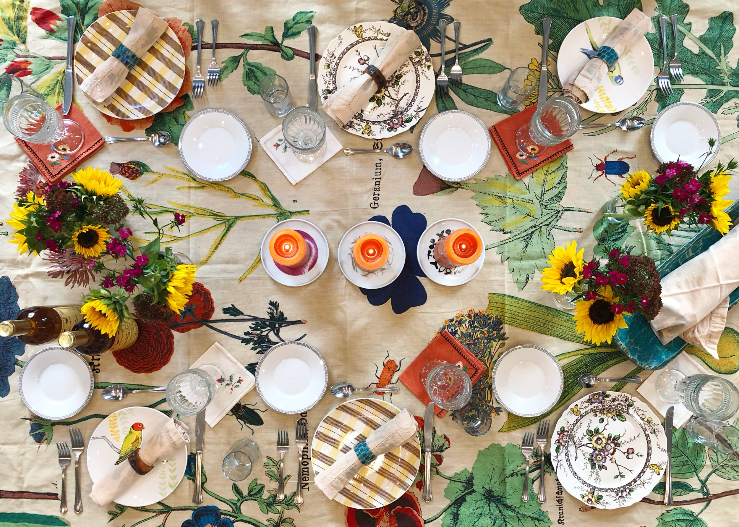 Designer how-to tips on how to set the table for a dinner or brunch party. Don't worry if you don't have enough matched dishes to go around. Mix and match the colors and patterns for a collage of dish ware. Throw a dinner party with regular casual plates and glasses. Dress up your table with a bright table cloth and add flowers for the occasion.