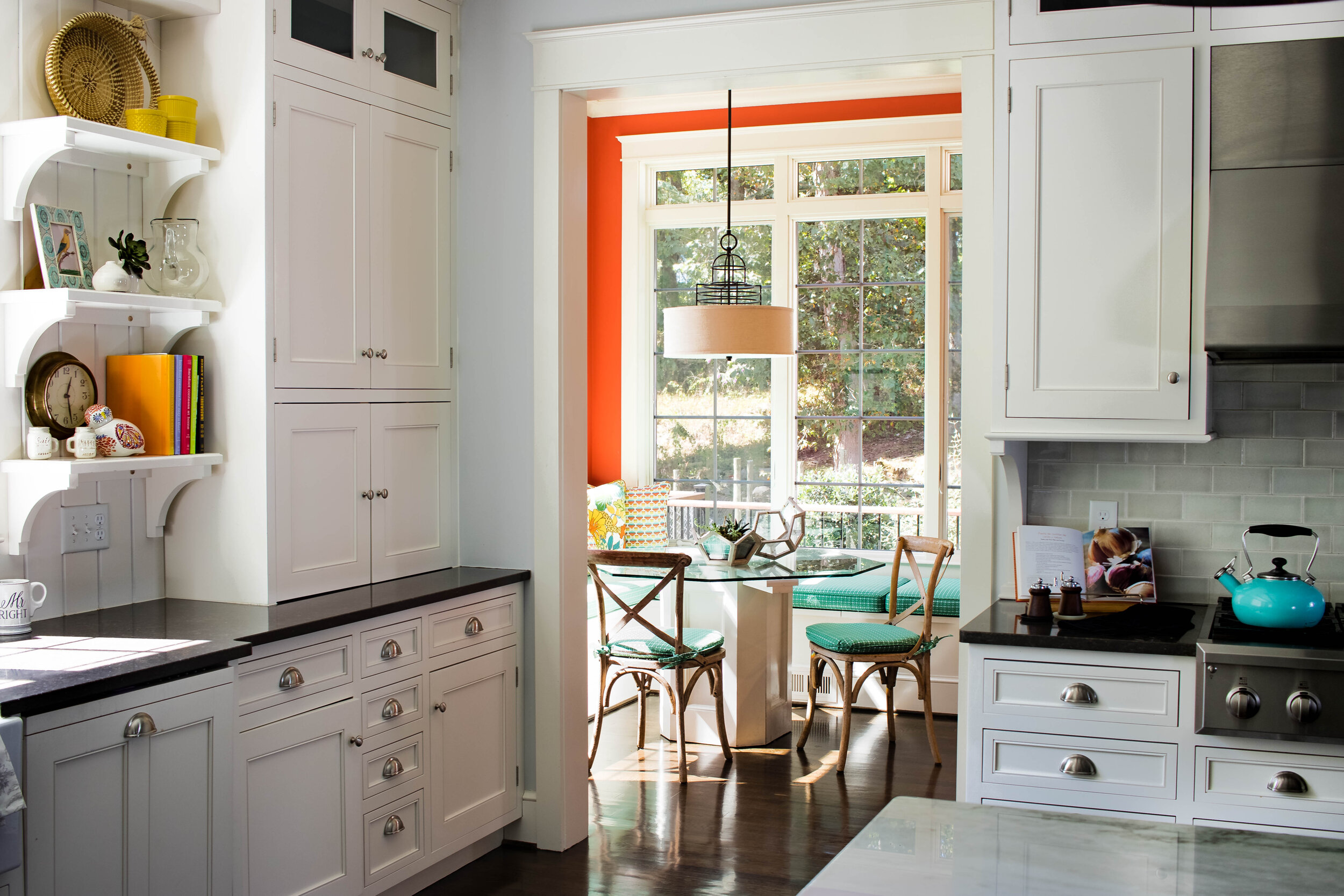 colorful-family-friendly-chefs-kitchen-design-with-breakfast-nook