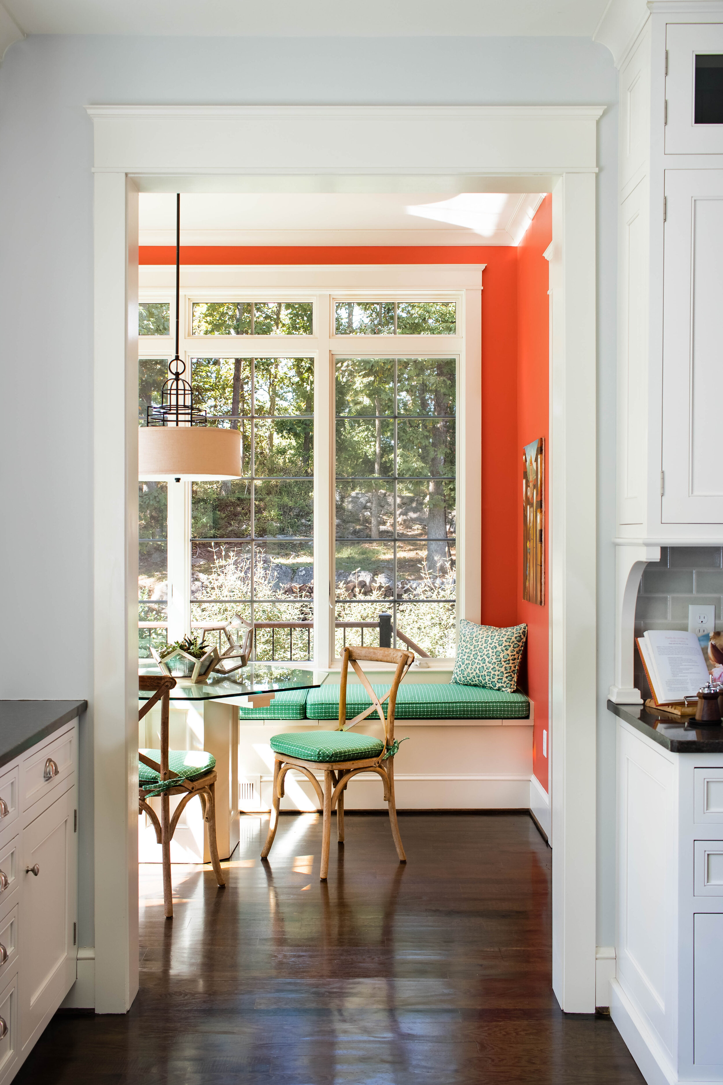 colorful-family-friendly-breakfast-nook-interior-design