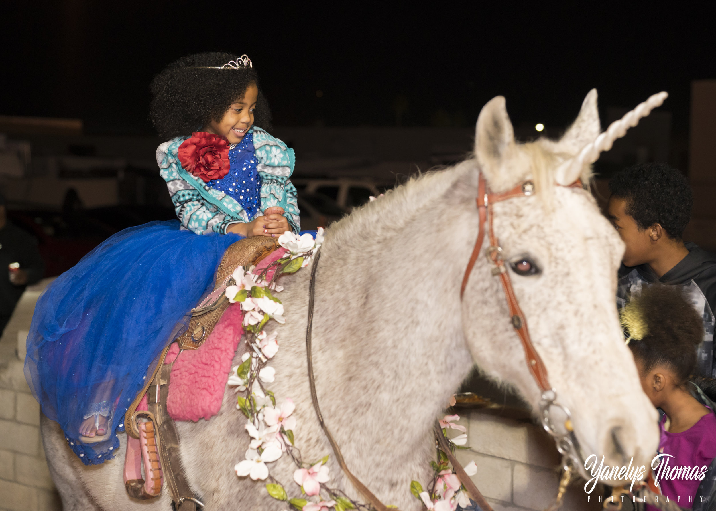 The big smile on her face tells how happy and special she felt.  She rode her Unicorn through all her loved ones and proceded inside for a special Castle Themed photoshoot with Yanelys Photography, here is some of the beautiful images captured.