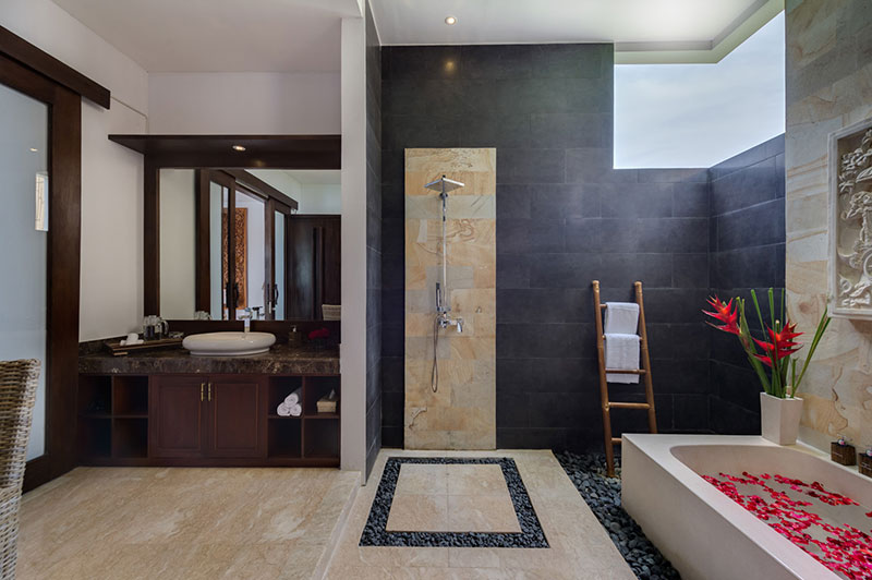luwih-groundfloor-bathroom.jpg