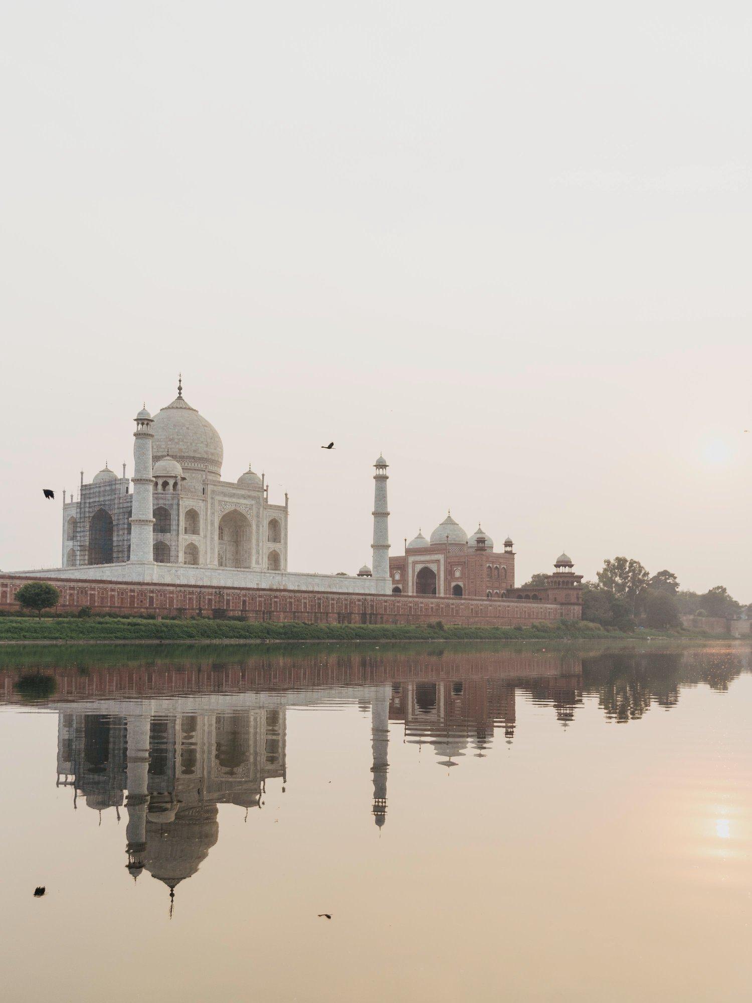 taj-mahal-agra-yamuna-river-travel
