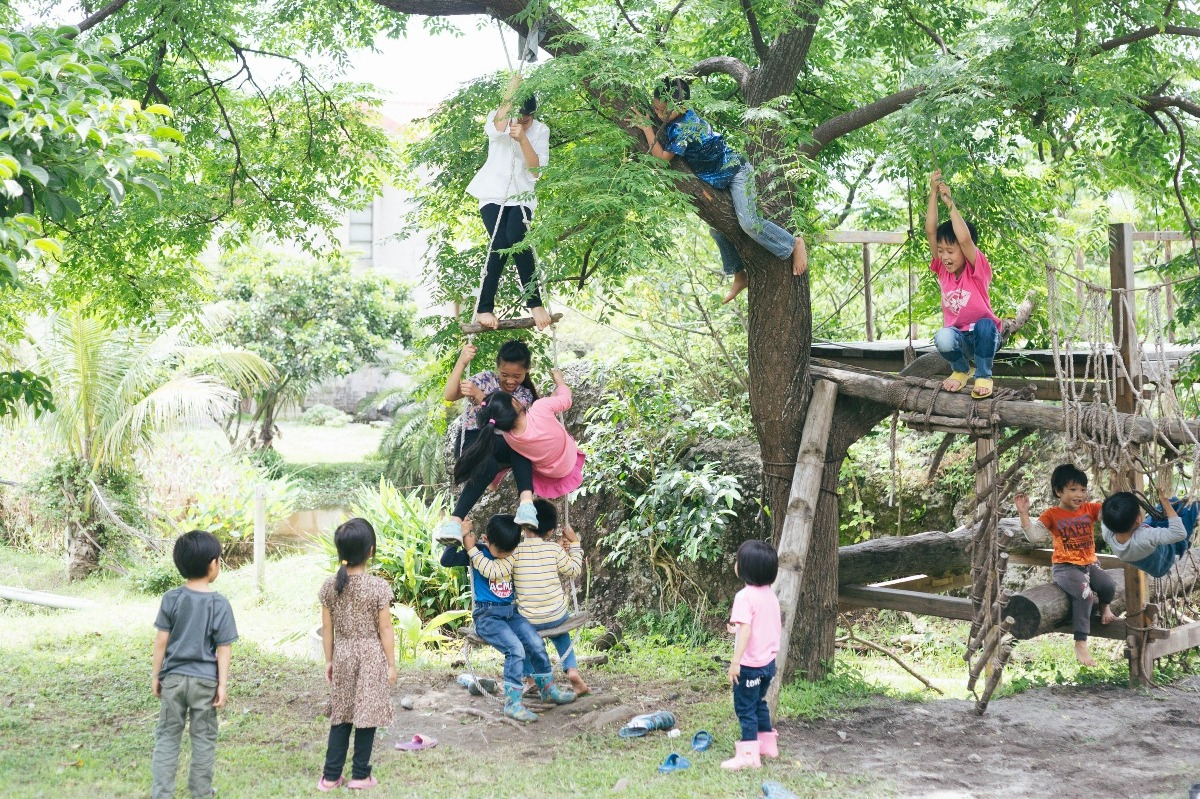 Tamorak students enjoying playtime on the outdoor playground built by elders from the Amei village.