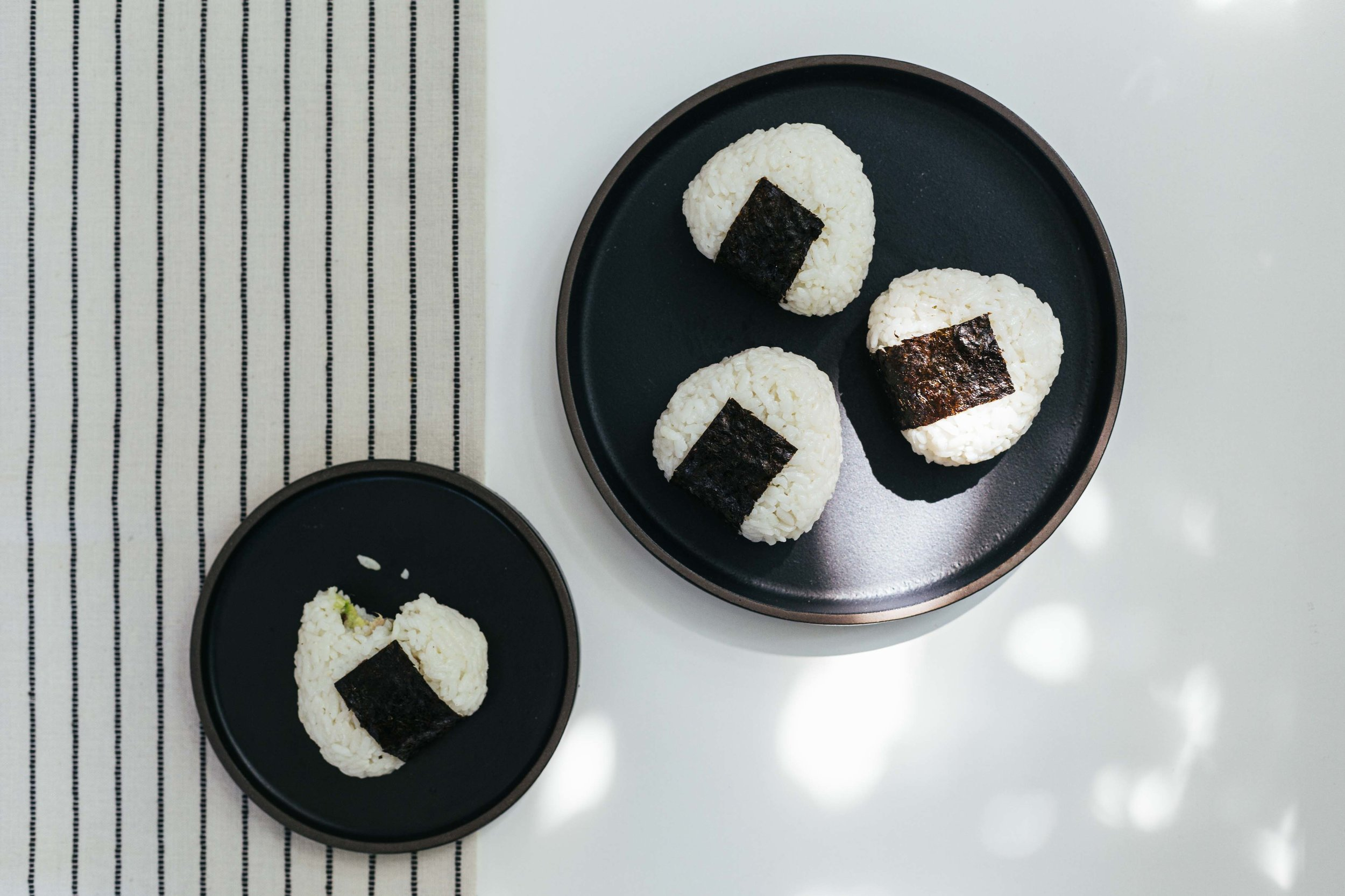 how_to_make_tuna_onigiri_rice_balls_5-1.jpg