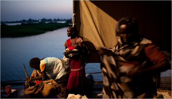 On Sunday, after decades of war and more than two million lives lost, southern Sudan will get the moment it has been yearning for, a referendum on independence. Sudanese arrived by boat at Juba, in the country's south. (Tyler Hicks/ The New York Times)