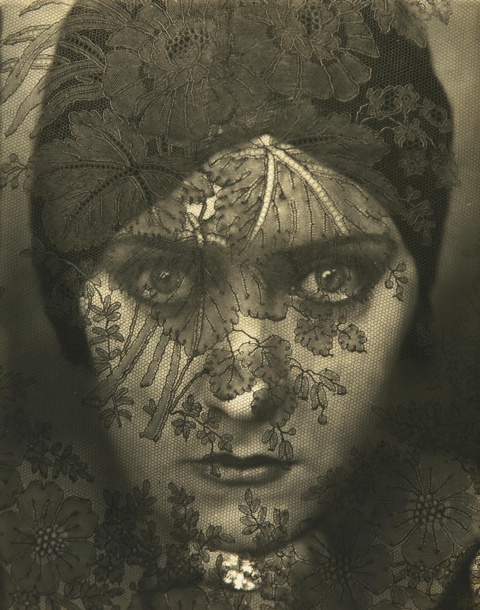 Edward Steichen, Gloria Swanson, 1924, gelatin silver print