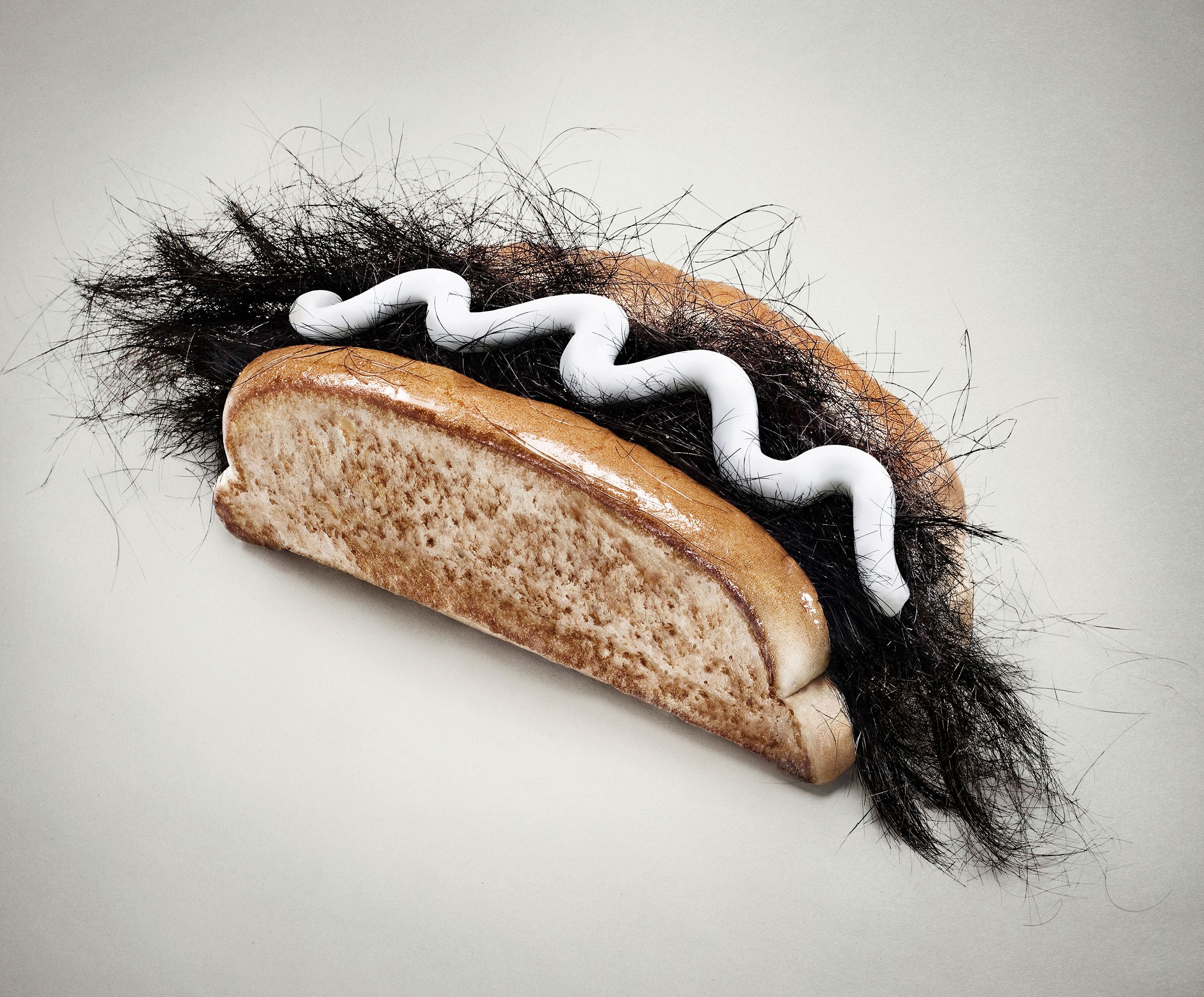 SLOCHE CRÈME À BARBE • HOT DOG  Client: Couche-Tard Agence: DentsuBos Création: Simon Beaudry, Martin Bernier Photo: Alain Desjean Retouche photo: Claude Lafrance   Prix 2012 Grand Prix Lux • Publicité 2013 Applied Arts • Advertising photography