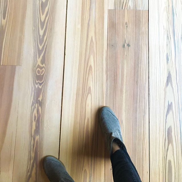 Be still my heart, pine. #newprojects #newobsessions #upstate #getoutoftown #comingsoon #ajennisoninteriors #watchmework