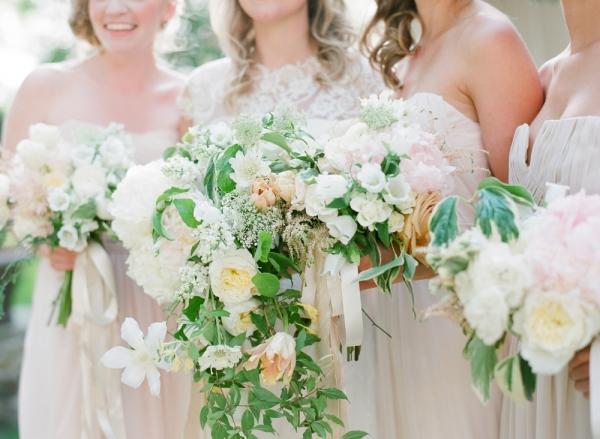 Elegant-Ivory-Bouquets-600x439.jpg