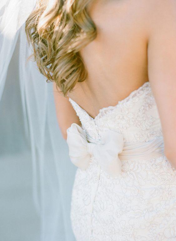 Photo by Melissa Schollaert Photography via Style Me Pretty.
