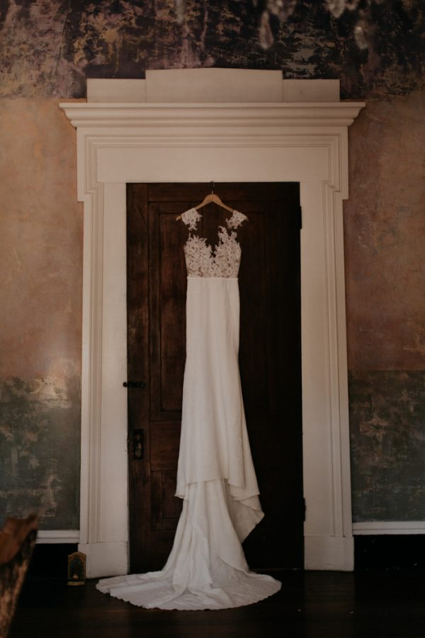 moody-modern-nashville-wedding-inspiration-at-riverwood-mansion-1-600x900-1.jpg
