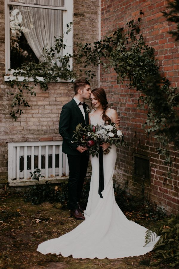 moody-modern-nashville-wedding-inspiration-at-riverwood-mansion-44-600x900.jpg