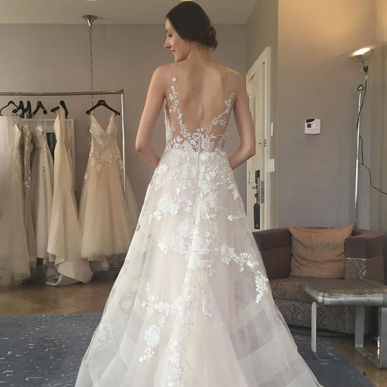 Gown by Liancarlo.