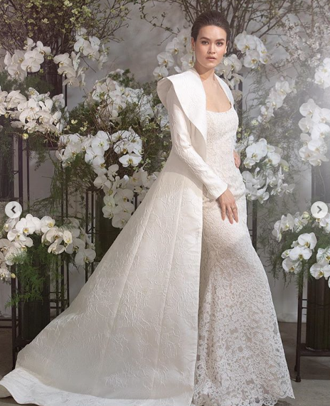 Gown by Anne Barge.