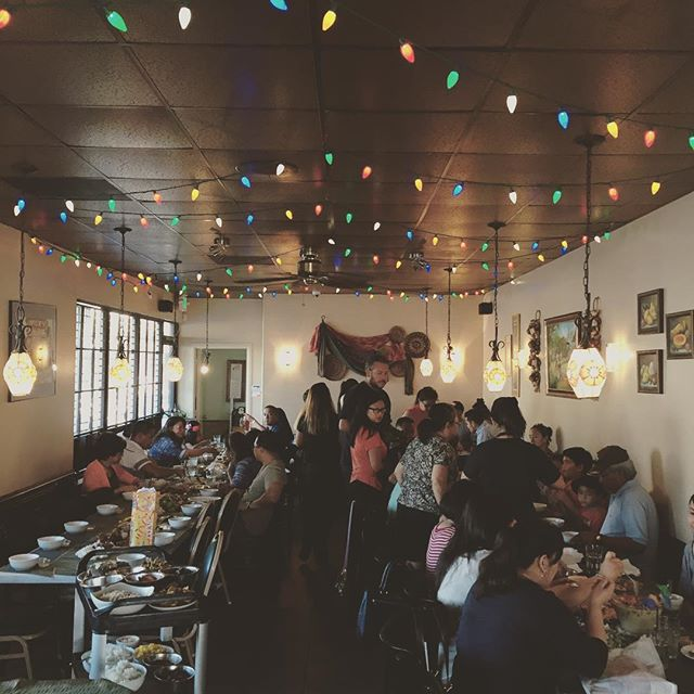 Another Packed house at kamayan Thursday night #villamanilarestaurant #kamayansandiego #fiesta #salosalo #barkada #filipinecuisine #filipinofood