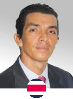 The doctor is an expert in breast surgery, with a focus on three major procedures: breast augmentation, mastopexy and breast reduction, pioneering the use of 3D simulation technology for implant choice. In addition, it is recognized worldwide by the harmonic scalpel technique in facial surgery, constantly receiving patients from all over the world.