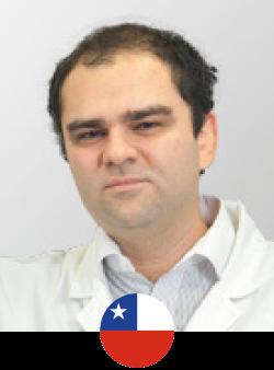 """El Dr. Patricio Covarrubias realizó su formación médica en la Universidad de Los Andes, luego realiza su formación en Cirugía General en la Universidad de Chile para luego viajar al Instituto Jalisciense de Cirugía Reconstructiva """"Dr. José Guerrero santos"""" en México y realizar su formación de Cirugía Plástica, Estética y Reconstructiva por 3 años. Actualmente certificados sus estudios en Chile por CONACEM el Dr. Covarrubias ofrece gran experiencia y seguridad en Cirugía Estética."""