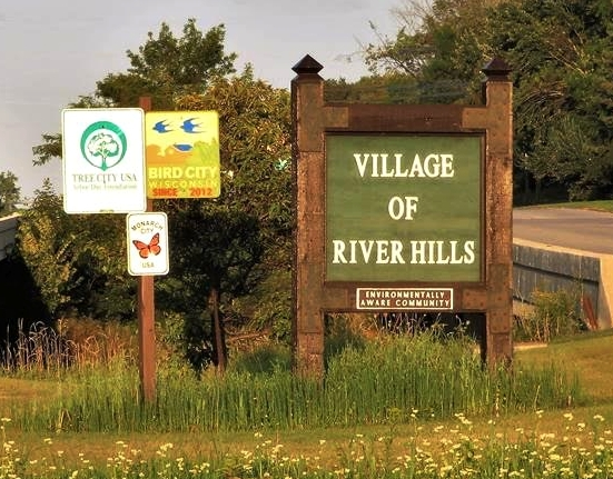 Monarch City USA member city River Hills, Wisconsin proudly displays their sign.