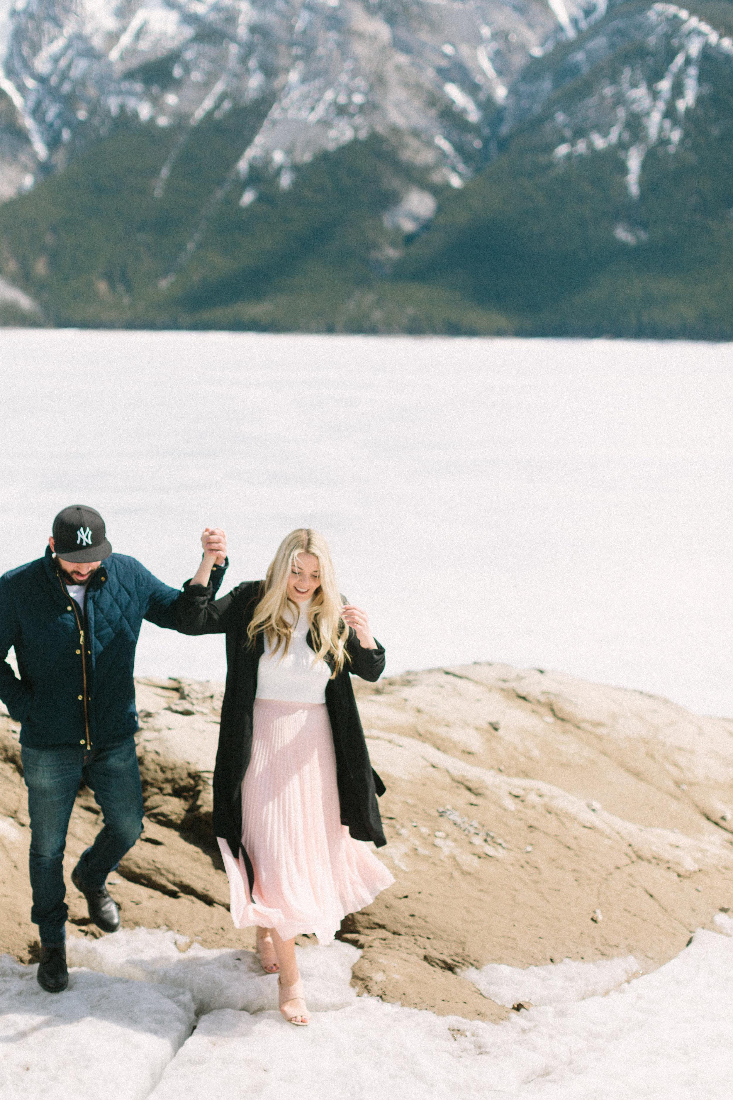 lake minnewanka banff engagement photography calgary wedding photographer