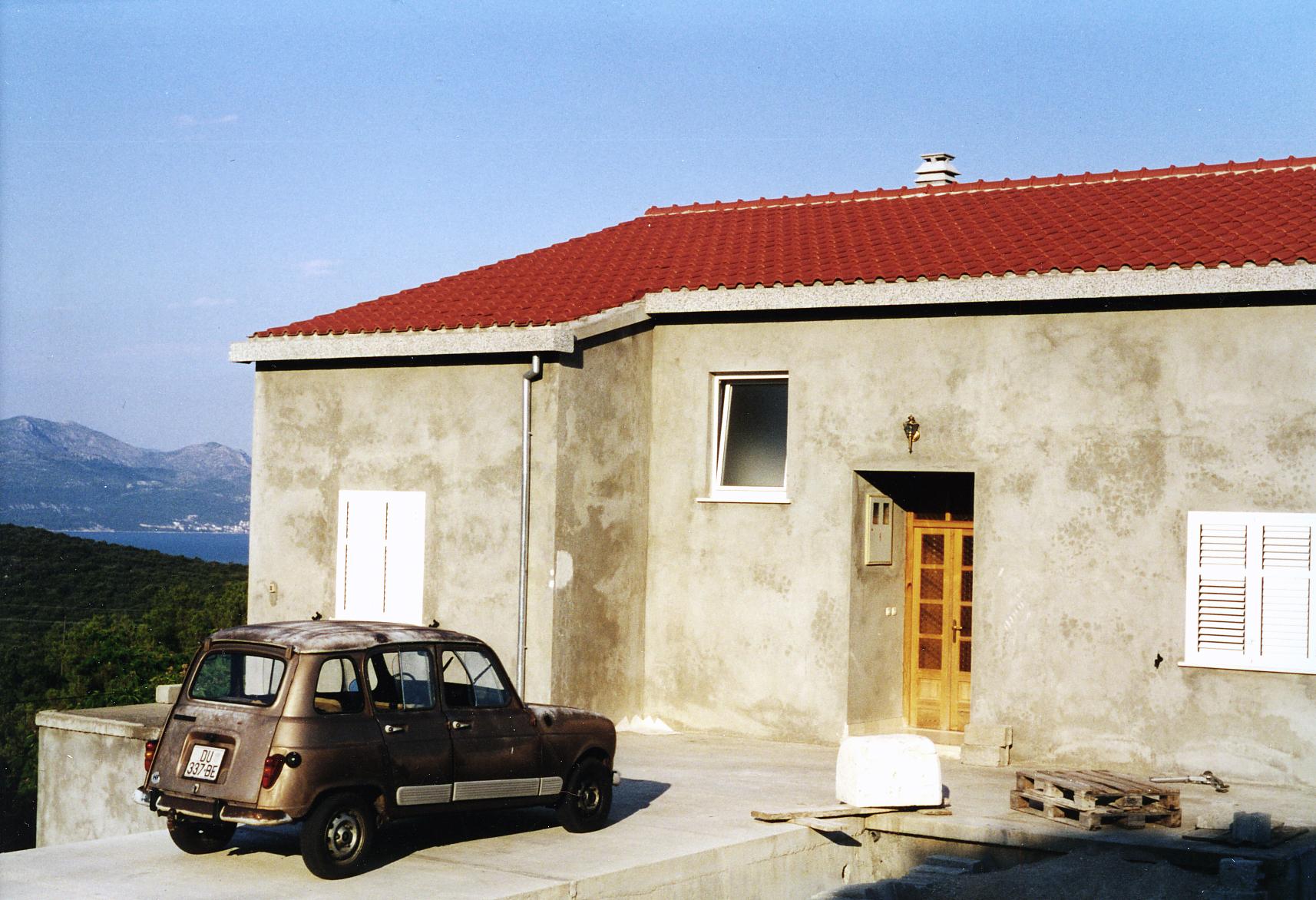 franziska_frenzel_1 brauner r4 vor beton.jpg