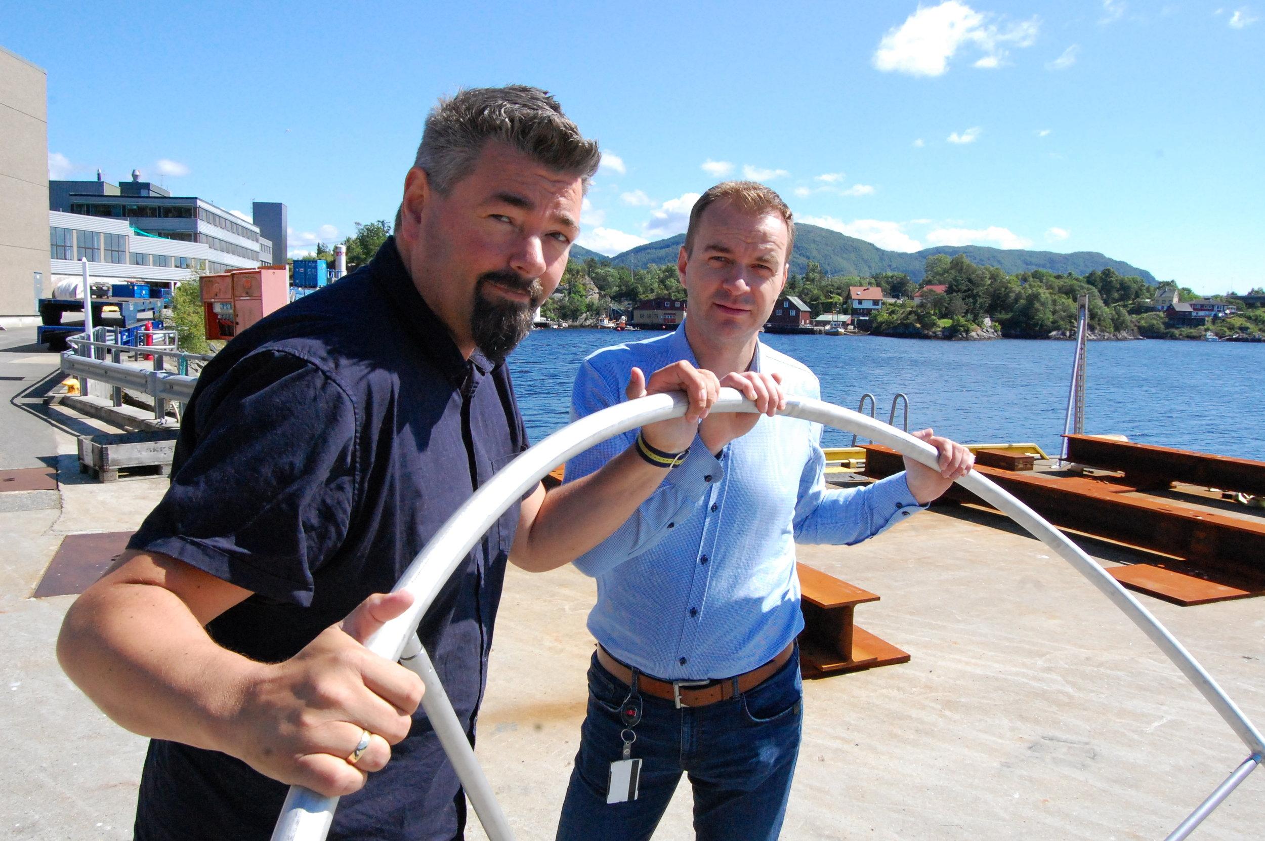 Tor Steinar Olsen - Salgs og Markedssjef i NWP Havbruk sammen med Sigve Gjerstad, teknisk direktør hos Framo, gleder seg over at Midt-Norsk Ringen kan bidra til økt vekst i bransjen. Foto: Geir Dahle