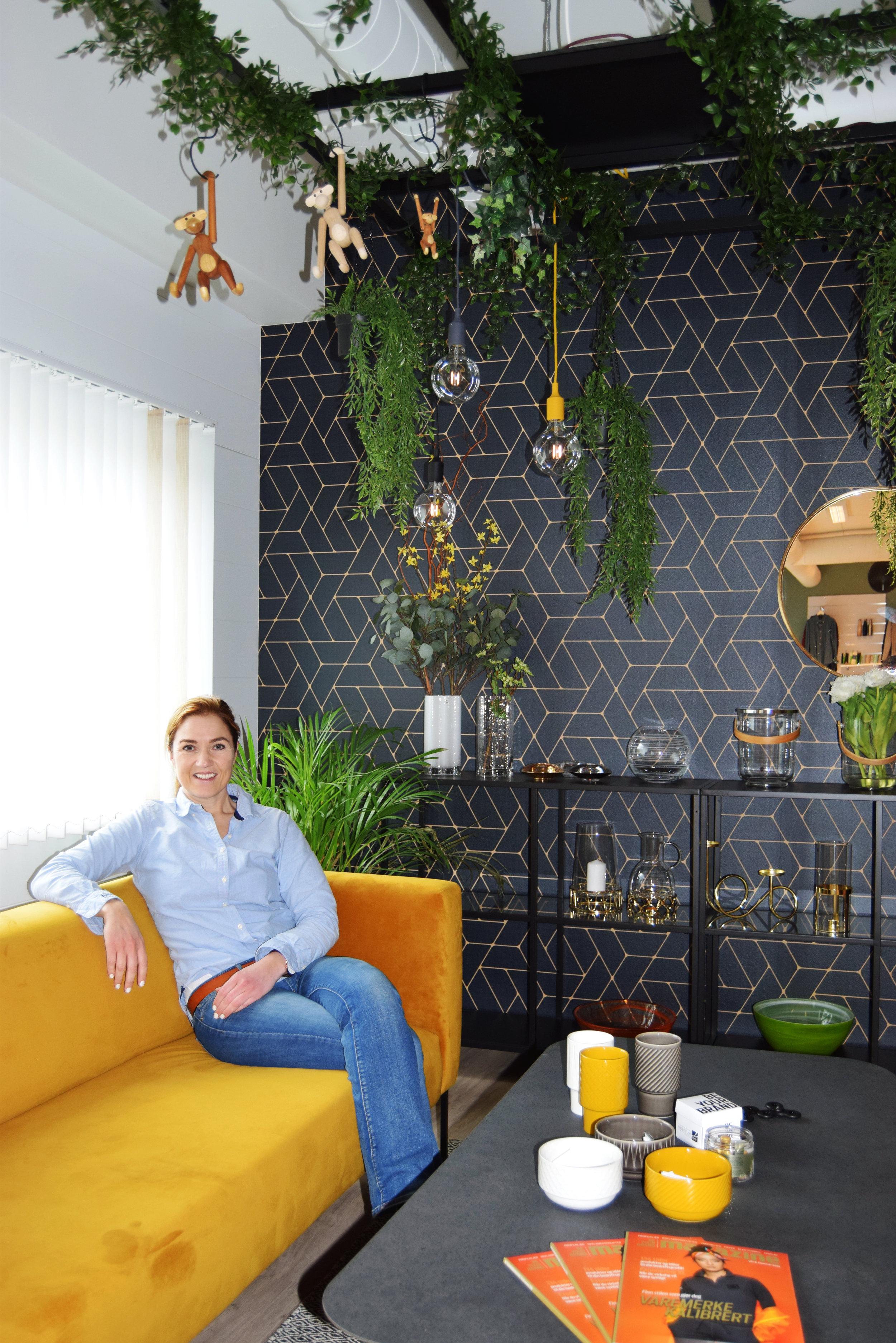 Daglig leder i Reklamehuset Evy Eknes er klar for å ta i mot nye kunder i sine nye lokaler.